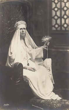 Queen Marie of Romania, sitting in one of her throne like chairs that she had. Sitting in her throne chair Queen Mary, King Queen, Romanian Royal Family, Princess Victoria, Queen Victoria, Blue Bloods, Royal Jewels, Kaiser, Tiaras And Crowns