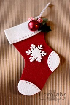 Do It Yourself Christmas Stocking Projects - Do It Yourself Samples Christmas Stocking Decorations, Unique Christmas Stockings, Christmas Fabric Crafts, Felt Christmas Decorations, Xmas Stockings, Christmas Ornament Crafts, Christmas Sewing, Xmas Crafts, Christmas Diy