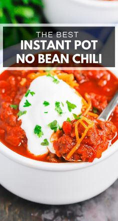 Instant Pot No Bean Chili is a simple hearty meal that's ready in no time. Made with two types of ground beef and loaded with flavor you'll never miss the beans in this cozy dish! Slow Cooker Chili, Slow Cooker Recipes, Healthy Dinner Recipes, Delicious Recipes, Sweet Recipes, Easy Recipes, Dishes Recipes, Baking Recipes, Chili Instant Pot Recipe