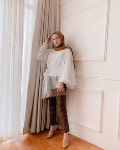 Photos and Videos – Hijab Fashion 2020 Kebaya Muslim, Kebaya Modern Hijab, Kebaya Hijab, Kebaya Dress, Dress Pesta, Hijab Casual, Modest Fashion Hijab, Modern Hijab Fashion, Batik Fashion
