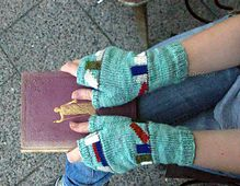 Reading Mitten pattern by Lotta Groeger