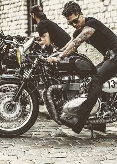 biker, tatoo, black tee & jeans total look