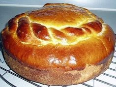 Part of my heritage - a very delicious, yummy part - Massa Sovada. This is a simpler recipe than the one my family made using potatoes. From the Azores of Portugal. Portugese Sweet Bread, Portuguese Bread, Portuguese Desserts, Portuguese Recipes, My Recipes, Bread Recipes, Dessert Recipes, Cooking Recipes, Favorite Recipes