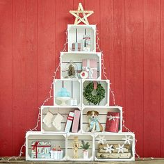 There are 9 of our versatile wooden apple crates in this high Christmas Tree arrangement which makes a seasonal retail display. Christmas Shop Displays, Christmas Store, Noel Christmas, Christmas Crafts, Christmas Window Display Retail, Christmas Shopping, White Christmas, Vintage Christmas, Christmas Ideas