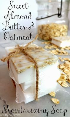 Sweet almond butter and oatmeal oatmeal-soap-tutorial Diy Savon, Savon Soap, Soap Making Recipes, Homemade Soap Recipes, Homemade Paint, Almond Benefits, Soap Melt And Pour, Do It Yourself Baby, Oatmeal Soap