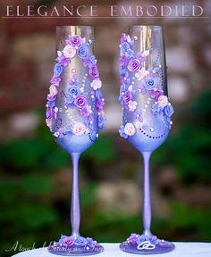 Artículos similares a Fascinante boda tostado flautas con arcilla polimérica excepcionales flores y diamantes de imitación en el esquema de color rosa intenso morado/fucsia/cremoso! en Etsy