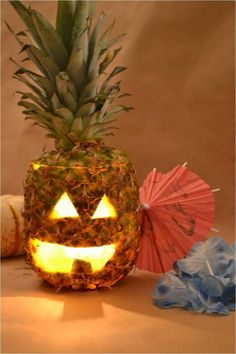 Kick off your Halloween party with these easy Halloween party hacks. These easy and spooky Halloween party food and decorating ideas will give your guests a real scare. Halloween Party Hacks For A … Unique Pumpkin Carving Ideas, Pumpkin Carving Party, Pumpkin Carving Templates, Carving Pumpkins, Pumpkin Ideas, Diy Halloween Party, Spooky Halloween Decorations, Halloween Pumpkins, Halloween Crafts