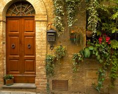 Is this not a BEAUTIFUL door?  And look at the window pots!
