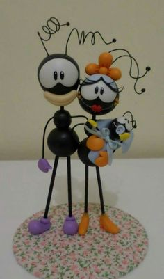 Formigas                                                                                                                                                     Más Polymer Clay Disney, Polymer Clay Christmas, Handmade Polymer Clay, Foam Crafts, Diy And Crafts, Egg Carton Crafts, Clay Figurine, Cute Clay, Miniature Crafts