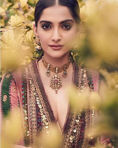 Sonam kapoor cute and hot and bollywood item Indian actress model unseen latest very beautiful and sexy wedding selfie naughty clothless smi. Bollywood Saree, Bollywood Fashion, Bollywood Actress, Bollywood Girls, Sonam Kapoor Instagram, Bridal Lehenga Collection, Sabyasachi, Most Beautiful Indian Actress, Bollywood Celebrities