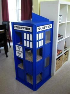 TARDIS Cat Playhouse
