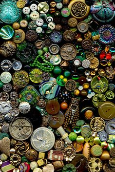 200 Antique Vintage Modern Buttons Mixed Materials Vaseline Glass Bakelite Metals China Calico