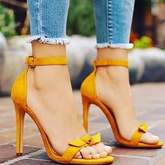 Divinos #shoes ❤️ #yoamoloszapatos #girlswithstyle #womenshoes #womenfashion #heels #highheels #needit #newshoes #yellow #spring #loveya #loveshoes