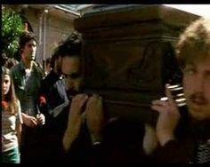 I Cento Passi di M. T. Giordana, film intenso, tragico che racconta la vera storia di Peppino impastato che fino all'ultimo ha coraggiosamente lottato contro la mafia, esempio di forza e coscienza civile per ogni giovane!