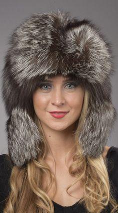 Cappello in volpe argentata naturale, unisex, stile russo, con frontalino e orecchie in pelliccia volpe argentata.   www.amifur.com
