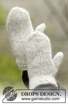 Winter Cozy Mittens / DROPS Extra 0-1322 - Strikkede basis vanter i 1 tråd DROPS Cloud eller 2 tråde Air. Str S - L