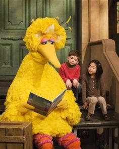 Big Bird, a larger-than-human puppet, one of the creatures known as Muppets, created by Jim Henson for the children's TV series Sesame Street. Big Bird is a walking, talking yellow bird that stands more than eight feet tall. The character debuted in Van Jones, Pbs Kids, Sesame Street Muppets, Sesame Street Characters, Disney Characters, Elmo, Jackson, Barack Obama, Oscar The Grouch
