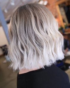 White blonde hair, hair и fall blonde hair color. Fall Blonde Hair Color, White Blonde Highlights, Platinum Blonde Hair Color, Balayage Hair Blonde Medium, Balayage Hair Caramel, Balayage Ombré, Balayage Highlights, Color Highlights, Ombre Rose Gold