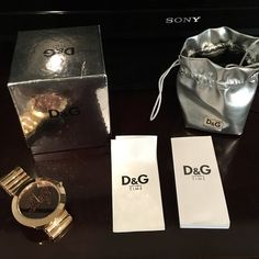 ❤️ Gorgeous gold D&G watch!!!! ❤️ This is a BEAUTIFUL gold D&G watch!! Not sure of the size, but it is a large watch. Comes with all paperwork, bag, and box, as well as the one link I took out to size it. Needs new battery. Dolce & Gabbana Accessories Watches