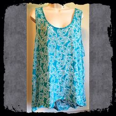 """JUST IN torrid skull tank top NWOT torrid skull tank top. Very loose fit. Size 4. Could fit XS-large. Measures approx 33"""" long, 60"""" bust. Soft cotton/poly blend. Bundle to save! NO TRADES, no modeling. REASONABLE offers welcome via offer button. torrid Tops Tank Tops"""