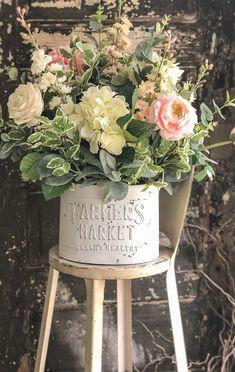 Beautiful Flower Arrangements, Silk Flower Arrangements, Beautiful Flowers, Simple Flowers, Country Farmhouse Decor, French Country Decorating, Modern Farmhouse, Shabby Chic Farmhouse, Country Kitchens