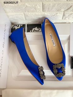 Manolo Blahnik Hangisi, Exclusive Shoes, Heels Outfits, Popular Shoes, Blue Flats, Ankle Strap Heels, Ankle Straps, Types Of Shoes, Wedding Shoes