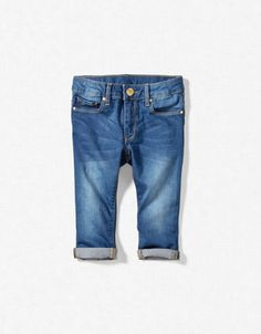corsaire denim cinq poches bleu jean existe en bleu jean claire   coût: 16,95€ zara.com