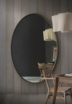On-floor adjoining mirror voyeur