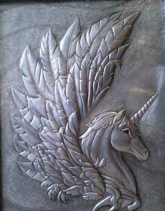 metal in art Aluminum Foil Art, Aluminum Can Crafts, Metal Crafts, Aluminum Cans, Pewter Art, Pewter Metal, Copper Metal, Cardboard Sculpture, Metal Embossing