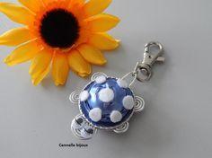 Bijou de sac ou porte clés forme Tortue avec capsules Nespresso bleu clair
