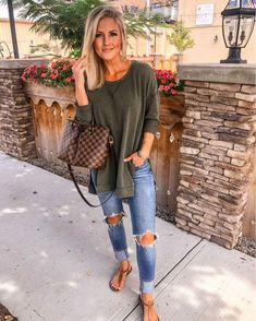 44 Comfy Fall Outfits Style On The Street Amazing 44 Comfy Fall Outfits Style On The Street artbrid. Comfy Fall Outfits, Casual Summer Outfits, Casual Mom Style, Fall Transition Outfits, Casual Fall, Mom Style Fall, Early Fall Outfits, Style Summer, Spring Summer