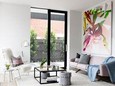 Falkiképzéshez a nappaliban - színes festmények