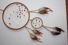 SARDONYX im handgefertigten braun- beigefarbenen Traumfänger-Dreamcatcher    Dieser handgefertigte braune Traumfänger - DReamcatcher besteht aus zwei Ringen.