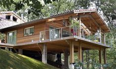 Realizations wood frame house, Tradition Construction Wood – Sidney Tavares de Avila – Join the world of pin Cabin House Plans, Tiny House Cabin, Cabin Homes, Small House Plans, Log Homes, Rest House, House In The Woods, Architecture Renovation, Hillside House