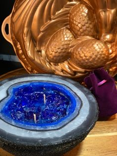 Full tutorial showing you how to make a geode candle. Create your version and sell at craft shows #candlemaking #businessideas