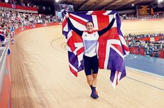 Victoria Pendleton of Great Britain celebrates with a Union Jack after winning gold in the Women's Keirin Track Cycling final on Day 7 of the London 2012 Olympic Games at Velodrome on August 2012 in London, England. Toddler Swimming Lessons, Swim Lessons, Victoria Pendleton, Horse Guards Parade, Sports Drawings, Track Cycling, Champions Of The World, 2012 Summer Olympics, Team Gb