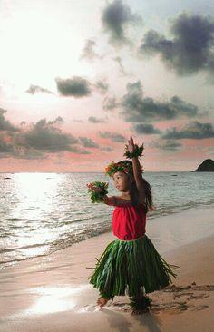 Keiki hula dancer, i have to take a pic like this :)