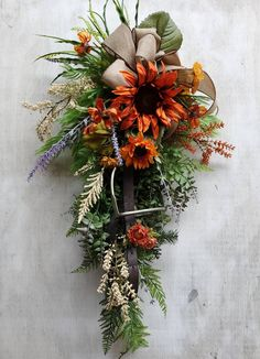 Autumn English stirrup wreath Fall Wreaths, Door Wreaths, Fall Flowers, Yellow Flowers, Western Wreaths, Horse Head Wreath, Sunflower Arrangements, Equestrian Decor, Natural Horsemanship