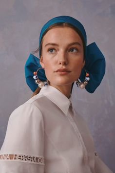 Carolina Herrera Resort 2020 Fashion Show Collection: See the complete Carolina Herrera Resort 2020 collection. Look 39 Carolina Herrera New York, Fashion 2020, Fashion Show, Portrait Photography, Fashion Photography, Dreamy Photography, Cultural Appropriation, Turbans, Turban Headbands
