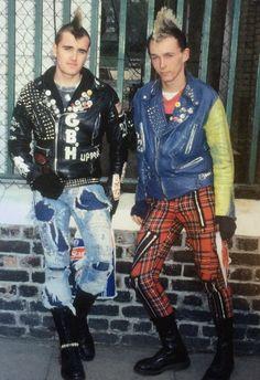 Estilo Punk Rock, Street Style, People, Fashion, Moda, Urban Style, Fashion Styles, Street Style Fashion, People Illustration