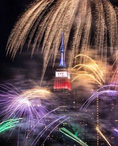 Happy 4th of July💥⚡️🎆🎇 How are you spending your day ? . . . Photo credit #empirestatebuilding #fourthofjulynyc #4thofjuly #230fifthrooftop #230fifth #rooftopbars… Happy 4 Of July, Fourth Of July, 1st Christmas, Christmas Holidays, Rooftop Bars Nyc, Empire State Building, Fireworks, Photo Credit, New York City