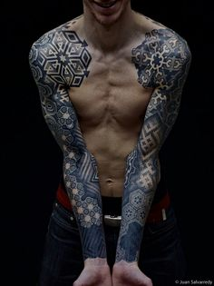 Right shoulder, geometric design wooooo want it!!!!