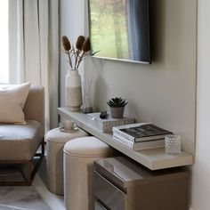 Small Sitting Rooms, Small Rooms, Small Apartments, Tiny Spaces, Small Living Room Design, Living Room Designs, Living Room Decor, Living Pequeños, Modern Living