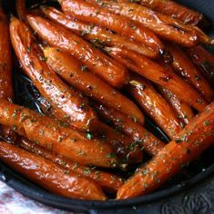 I just love serving these Brown Sugar Baked Carrots my Thanksgiving table. They are an easy and delicious side dish to any meal! Brown Sugar Baked Carrots These Brown Sugar Baked Carrots are the perfect vegetable side Veggie Side Dishes, Vegetable Sides, Food Dishes, Vegetable Prep, Main Dishes, Carrot Dishes, Side Dishes For Steak, Steak Dinner Sides, Vegetarian Side Dishes
