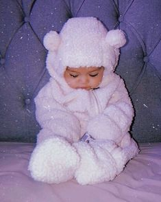 Cute Little Baby Girl, Cute Baby Girl Pictures, Little Babies, Baby Boy, Cute Mixed Babies, Cute Funny Babies, Cute Kids, Baby Tumblr, Cute Baby Wallpaper