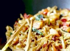 These cheap & easy one pot meals are perfect for busy families. With only one pot needed to make these dinners, cooking and clean up will b. Vegetable Recipes, Vegetarian Recipes, Chicken Recipes, Asian Recipes, Ethnic Recipes, Oriental Recipes, Oriental Food, Asian Foods, Chinese Recipes
