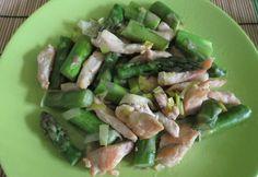 Spárgás-póréhagymás csirke Asparagus, Vegetables, Food, Studs, Essen, Vegetable Recipes, Meals, Yemek, Veggies