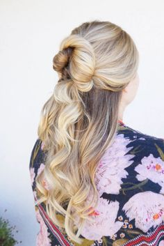 Bridal hairstyles half up half down medium top knot ideas for 2019 Easy To Do Hairstyles, Wedding Hairstyles For Medium Hair, Down Hairstyles, Bridal Hairstyles, Damp Hair Styles, Medium Hair Styles, Long Hair Styles, Low Chignon, Wedding