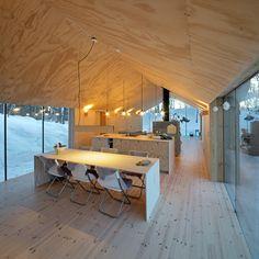 Offene Küche mit Esstisch in natürlicher Fichtenholz Optik