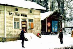 Ähtärin historiaa - Volaman Dimitrin kauppa edusti Ähtärin liiketoimintaa. Kauppa oli erittäin suosittu.  Nykyään se on purettu. Cabin, Album, House Styles, Home Decor, Historia, Decoration Home, Room Decor, Cabins, Cottage